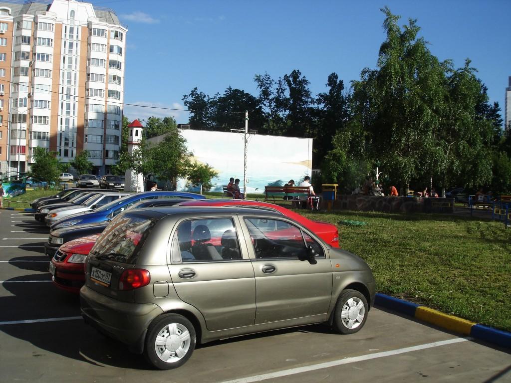 Тандем парковки и детской площадки